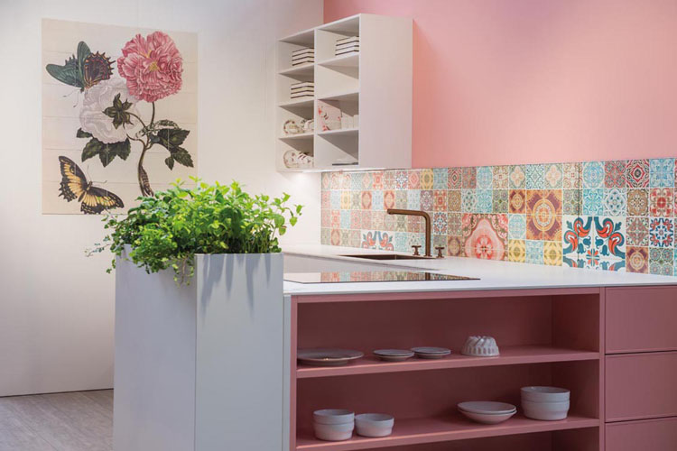 Classic Kitchen Granny Chic White Powder Pink lacquered
