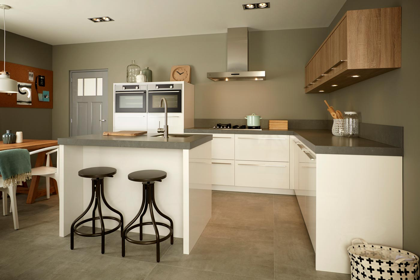 Modern Keller kitchen high gloss white oak