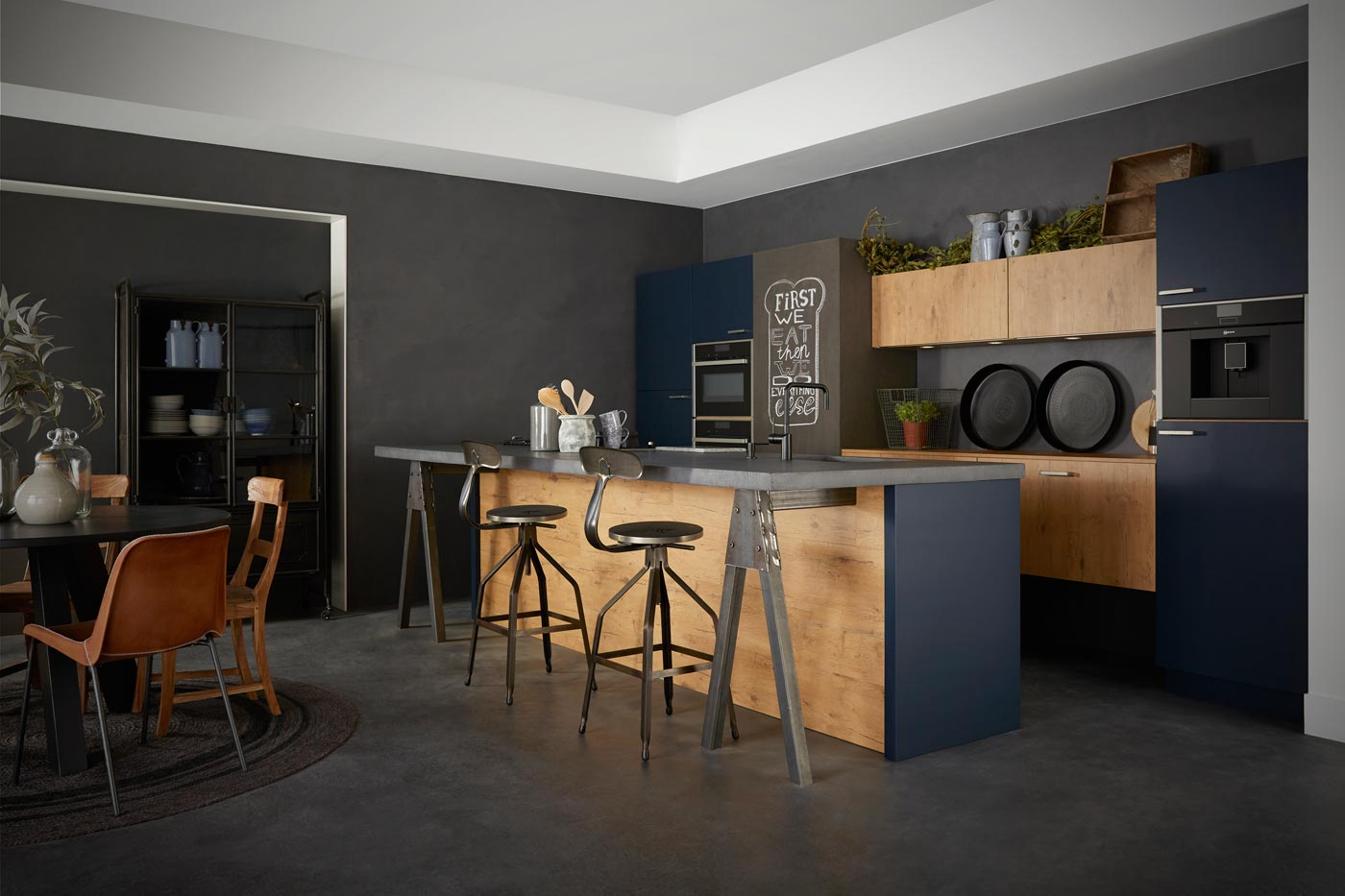 Industrial kitchen handleless oak blue