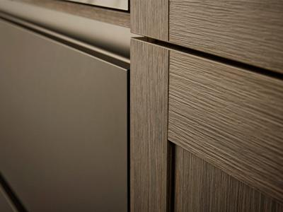 Lacquered handle trims
